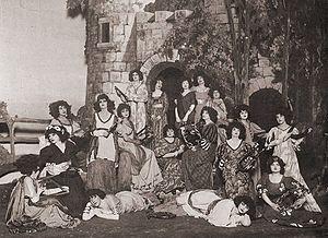 "Patience (opera) - ""Rapturous maidens"" await Bunthorne"