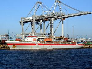 Reggeborg loading and unloading in the Amazone harbour Port of Rotterdam 01-Jan-2008.jpg