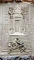 Relief über dem Kirchenportal.jpg