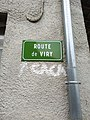 Rogna - Plaque route de Viry et graffiti caca (juil 2018).jpg