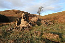 Ruined Kirkton Cottage (geograph 2174219).jpg