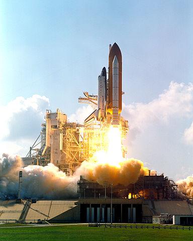 Pad 39B tracking camera view, STS-112 (Atlantis) lift off, NASA photo Source: Wikipedia (spaceflight.nasa.gov dead 25 Feb 2021) 384px-STS-112_Launch_of_Space_Shuttle_Atlantis.jpg
