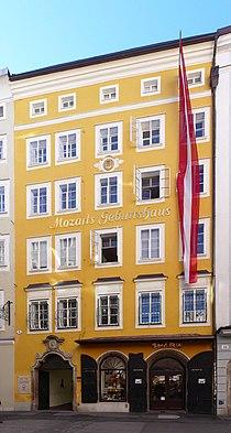Salzburg, Getreidegasse 9, Mozarts Geburtshaus.jpg