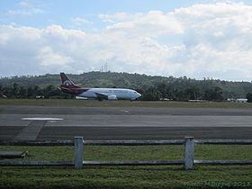 Sambava airport-Air Mad 737-300 5R-MFI.jpg