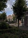 foto van Complex arbeiderswoningen met bijbehorende tuinmuurtjes met hekwerken