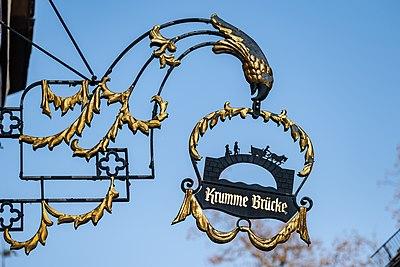 Schild am Wirtshaus Krumme Brücke in Tübingen.jpg