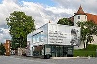 Schloss Höchstädt mit Informations- und Ausstellungsgebäude 002.jpg
