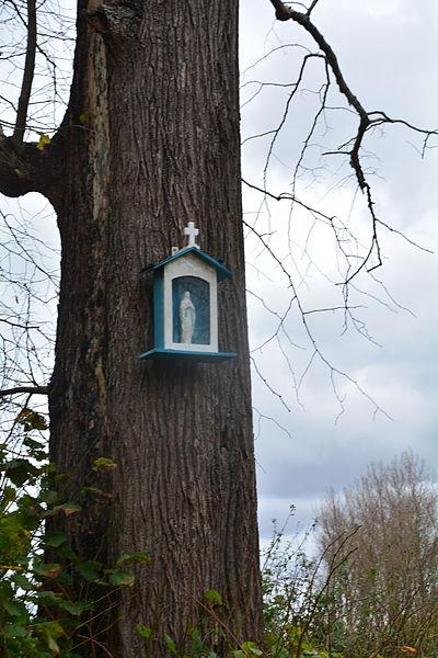 Schrijn aan boom te Kruibeke