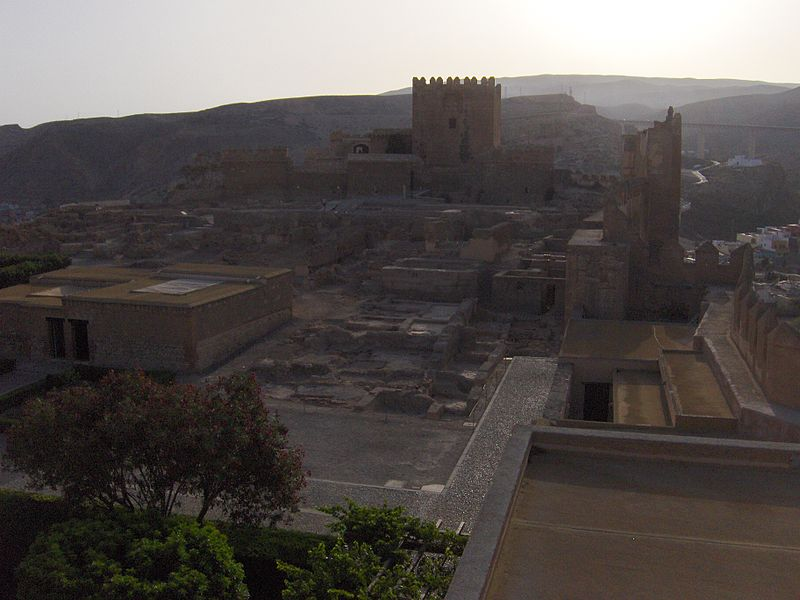 File:Segundo recinto Alcazaba Almería.JPG
