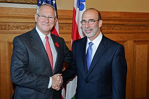 Gérald Tremblay - Gérald Tremblay shakes hands with the United States Consul General.