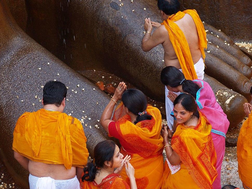 Shravanbelgola Gomateshvara feet prayer1