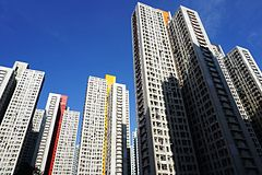 Siu Hei Court (full view and blue sky).jpg