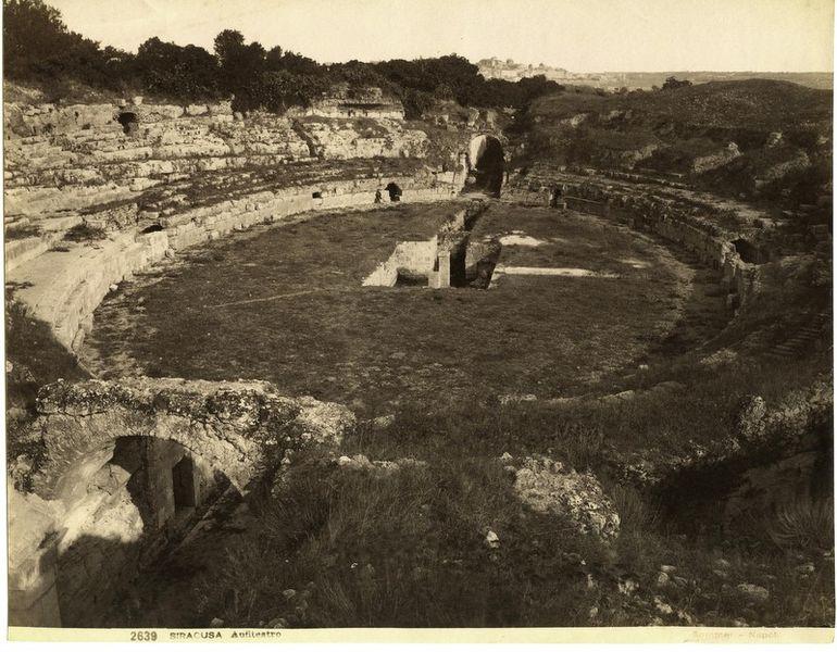 File:Sommer, Giorgio (1834-1914) - n. 2639 - Siracusa - Anfiteatro.jpg