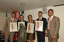 Spinoza Prize winners 2006: Jan Zaanen, Ben Scheres, Jozien Bensing en Carl Figdor. To the right is NWO-director Peter Nijkamp Spinoza Prize winners 2006.jpg