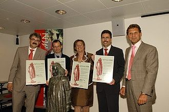 Spinoza Prize - Spinoza Prize winners 2006: Jan Zaanen, Ben Scheres, Jozien Bensing en Carl Figdor. To the right is NWO-director Peter Nijkamp