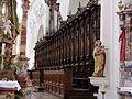 St. Georg Ochsenhausen- Chorgestühl mit Chororgel rechts.JPG