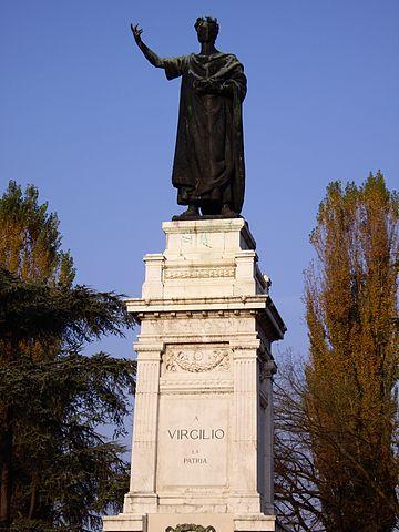 Памятник Вергилию в Мантуе.