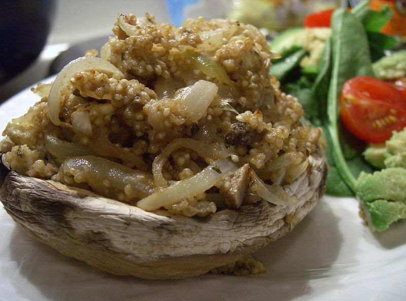 Archivo:Stuffed mushrooms with spiced quinoa.JPG