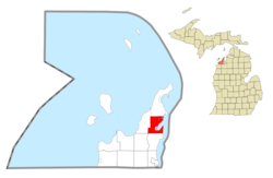 Location within Leelanau County (red) and the administered village of Suttons Bay (pink)