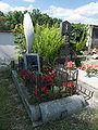 Třebotovice - hřbitov pomník letce.jpg