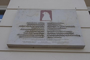 Plaque commemorating Polish-Hungarian solidarity during the Hungarian revolution of 1956, at Krakowskie Przedmieście Street 5, in Warsaw.