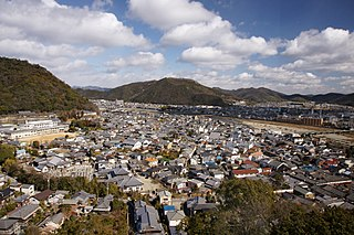 Jōkamachi urban structure in Japan in which the city surrounds a feudal lord's castle