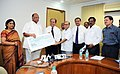 The Managing Director, CWC, Shri B.B. Pattanaik presenting a dividend cheque to the Union Minister for Consumer Affairs, Food and Public Distribution and Agriculture, Shri Sharad Pawar, in New Delhi on October 28, 2010.jpg