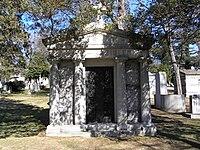 The Mausoleum of Fritz Kreisler in Woodlawn Cemetery.JPG