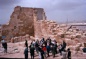 Eshtemoa synagogue - Tourists view the ruins, 1975.