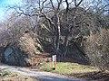 Thomayerovy sady, skalní útvar poblíž uzávěru Rokytky.jpg