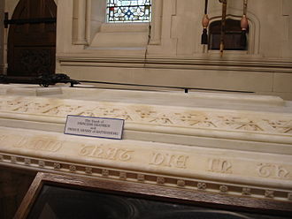 Alexander Mountbatten, 1st Marquess of Carisbrooke - Tomb of Princess Beatrice and Prince Henry of Battenberg, with Lord Carisbrooke's ashes casket set into the wall above