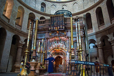 Tomb of Jesus in the Holy Sepulchre church in Jerusalem. Tomb of Jesus3.jpg