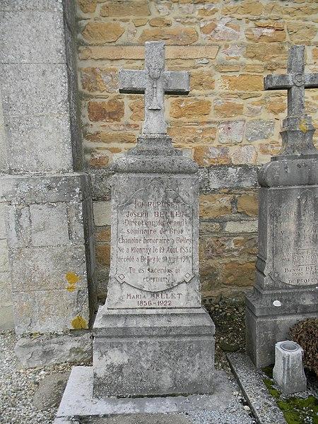 Tombe de Joseph Bellet à Mionnay: Directeur du grand séminaire de Brou, Chanoine honoraire à Belley. Né à Mionnay le 19 août 1854, décédé à Belley le 10 avril 1907. Tu es sacerdos in eternum.
