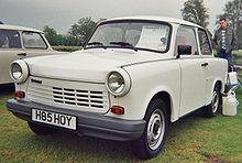 Papercraft imprimible y armable del coche Trabant. Manualidades a Raudales.