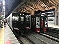 Train for Ginsui Station and train for Yatsushiro Station at Kumamoto Station.jpg
