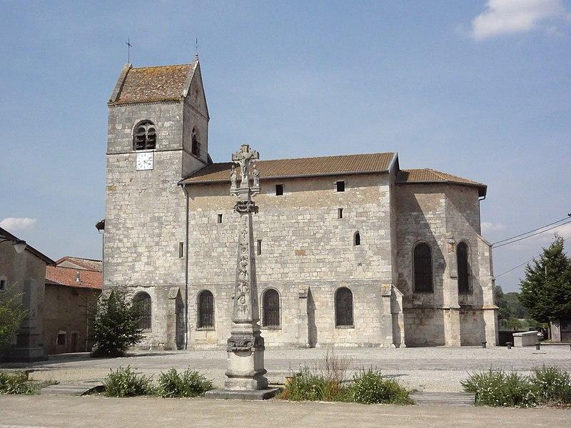 Troussey (Meuse) église et croix du parvis
