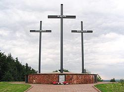 Памятник у подножия Лысой горы в свентокшиских горах, Польша