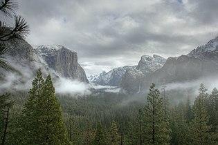 Tunnel View Yosemite (juniorvelo) 02.jpg