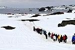 Turistas en la Península Fildes.jpg