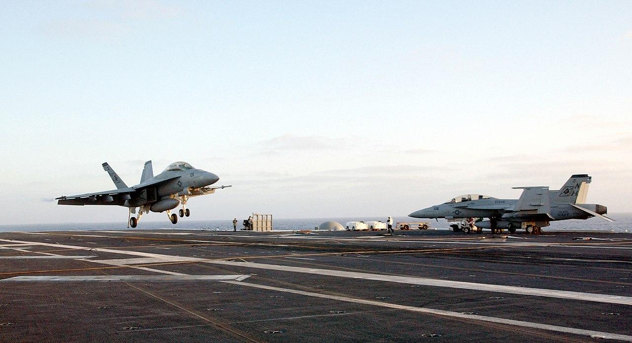 """US Navy 021002-N-7265L-011 An F-A-18F """"Super Hornet"""" lands on deck.jpg"""