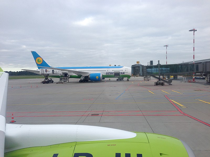 File:Uzbekistan Airways Boeing 787 UK78702.jpg