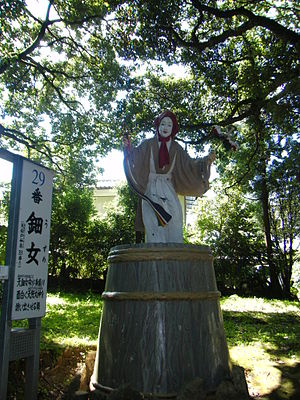 Ame-no-Uzume-no-Mikoto - The statue of Ame-no-Uzume at Amanoiwato-jinja