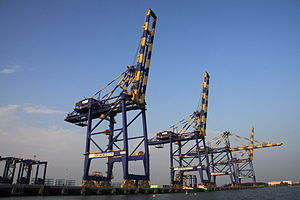Picture of crane at the Vallarpadam Terminal