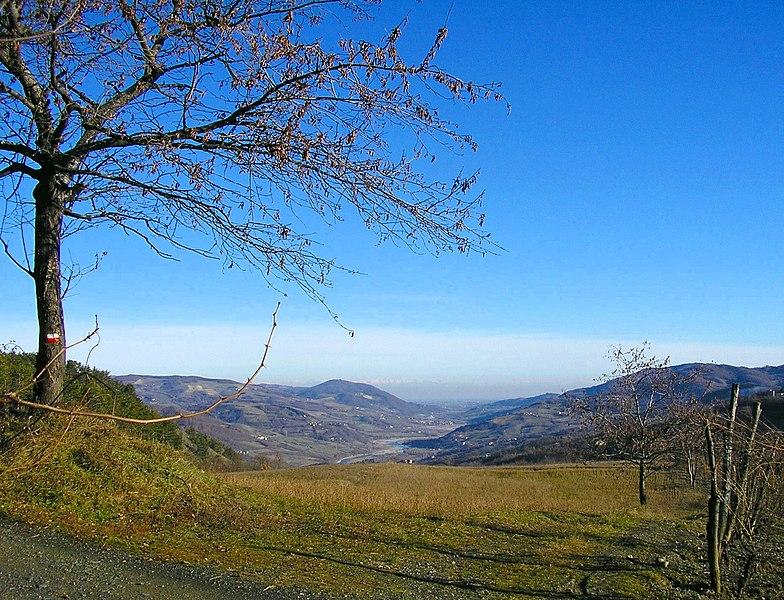 File:Valtrebbia da Boioli di Perino - panoramio.jpg