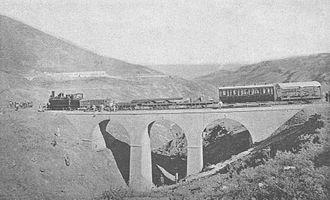 Rail transport in Lebanon - The bridge at Khan-M'rad, with a DHP train