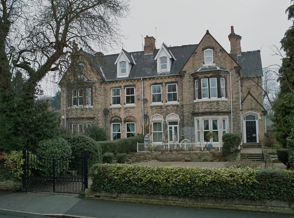 Victorian Houses, Southfield, Hessle - geograph.org.uk - 1713346