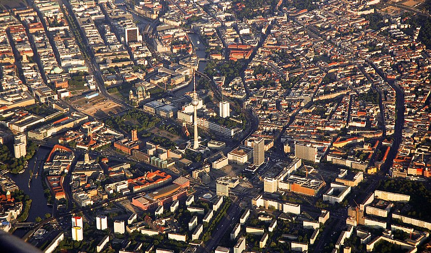 Aerial view of central Berlin Visit-suomi-2009-05-by-RalfR-015.jpg