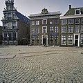 Voorgevel met in het opzetstuk het wapen van Friesland - Hoorn - 20406657 - RCE.jpg