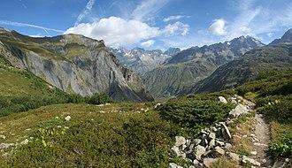 Hautes-Alpes - Image: Vue en montant à Vallonpierre