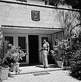 Wachtpost voor de ambtswoning van de president van Israel met boven de ingang he, Bestanddeelnr 255-4242.jpg